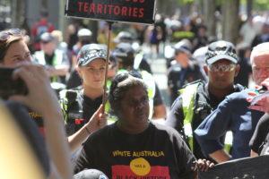 Manifestantes en la Conferencia Internacional de Minería